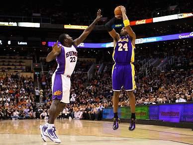 Kobe marca 34, mas Lakers perdem