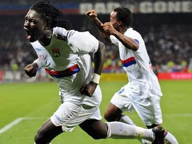 Lyon vira resultado frente ao PSG