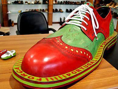 Sapato de metro e meio em homenagem à Selecção