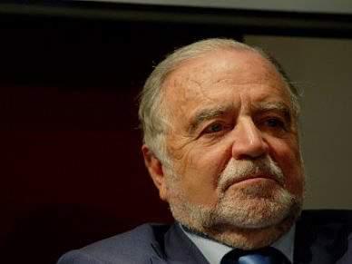 Manuel Alegre não está