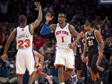 Knicks batem Spurs, Heat continuam em