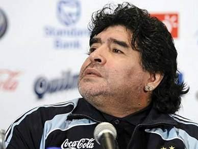 Presidente da Federação argentina do lado de Maradona