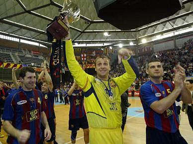 Barcelona retira camisola de Barrufet