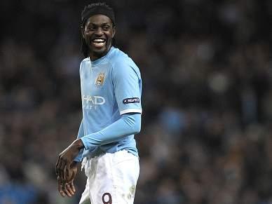 Adebayor diz que passagem pelo City «foi dor de cabeça»