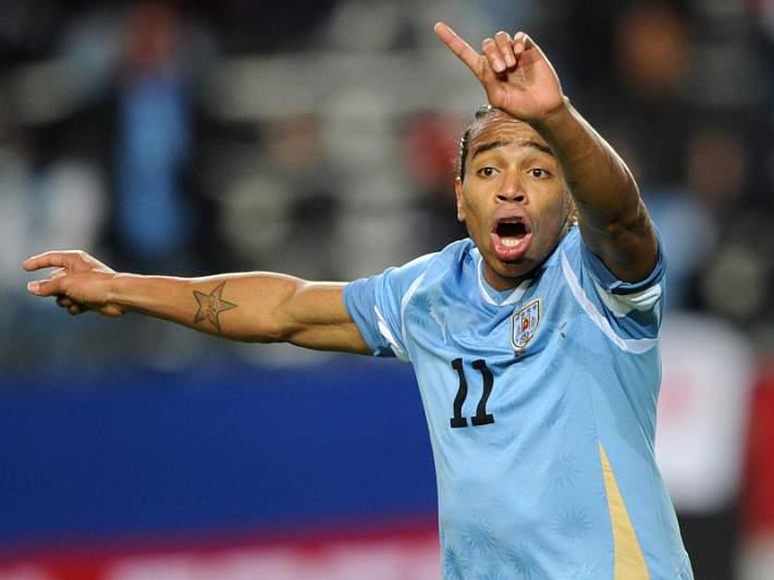 Liverpool desiste de Alvaro Pereira