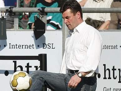 Dieter Hecking assume comando técnico