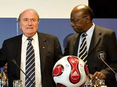 Blatter acusado de abuso de poder