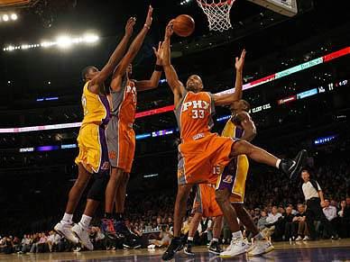 Lakers vencem Suns