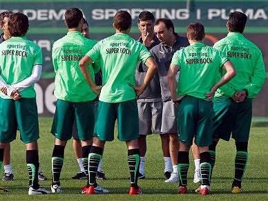 Carvalhal convoca todos para o jogo frente ao Benfica