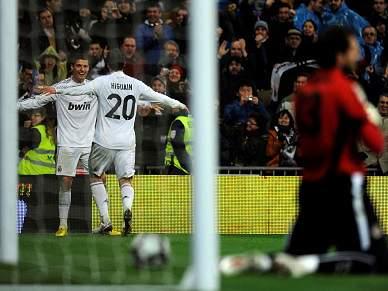 """Ronaldo """"picado"""" com Híguain"""