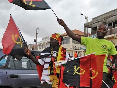 José Eduardo dos Santos abre prova e condena ataque à selecção do Togo