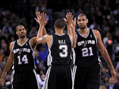 Líderes Spurs regressam às vitórias