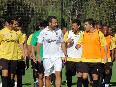 Médio Elias chamado para defrontar o FC Porto