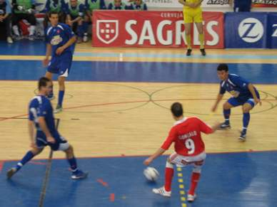Benfica salta para a liderança provisória