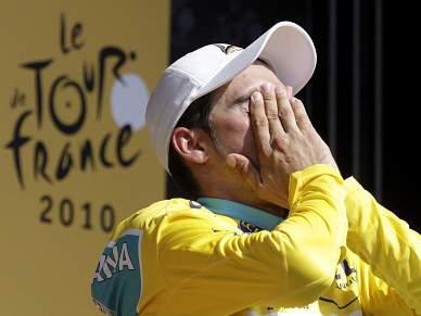 Contador suspenso por um ano