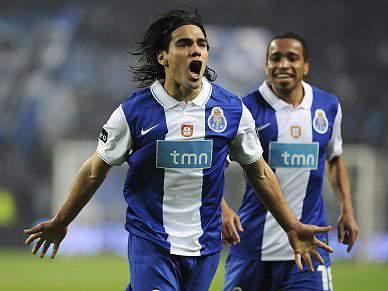 Falcao e Alvaro Pereira aptos