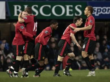 Rooney faz Hat-trick frente ao Portsmouth