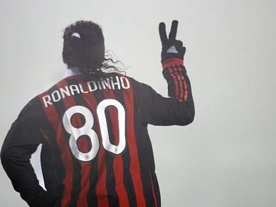 """Ronaldinho Gaúcho garantido no AC Milan """"até ver"""""""