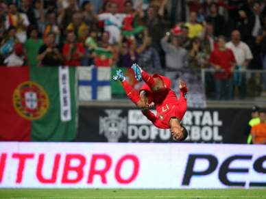 Portugal vence Malta por 2-0