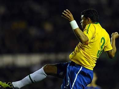 Brasil de David Luiz bate Ucrânia por 2-0