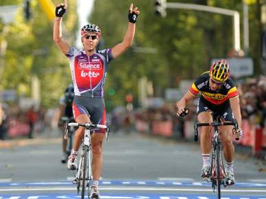 Ataque final vale triunfo a Philippe Gilbert