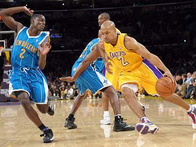 Lakers alcançam sétima vitória consecutiva e a liderança