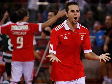 Benfica e Sporting seguem para os «quartos»