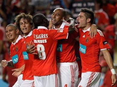 Benfica procura liderança isolada
