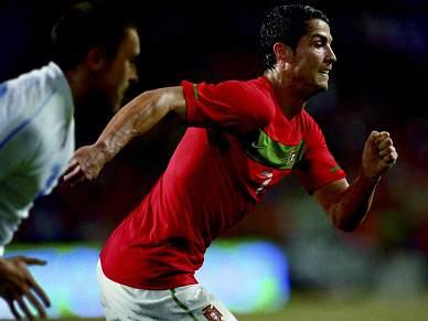 Ronaldo, Pepe e Moutinho distinguidos