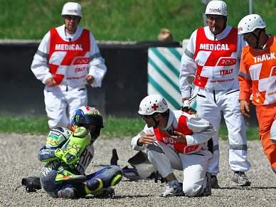 Rossi fractura perna e arrisca perder título mundial
