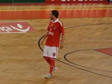 Benfica a dois pontos da liderança