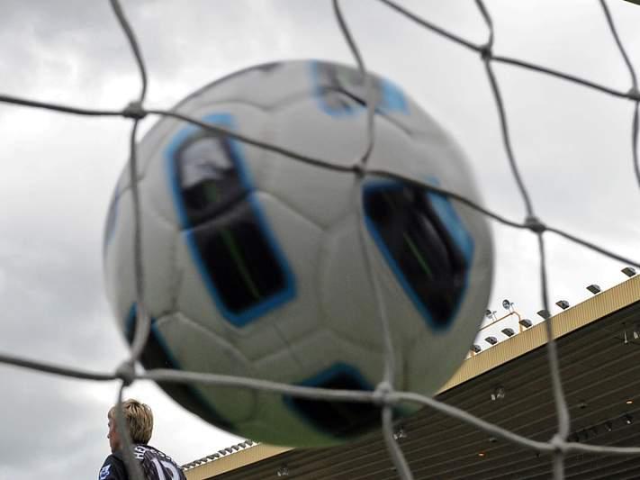 Nacional e V. Guimarães espreitam play-off