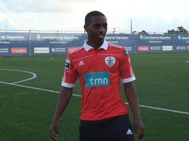 Carole apresentado no Benfica
