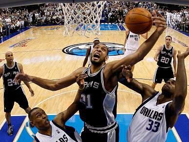 Spurs vencem Mavericks e empatam eliminatória