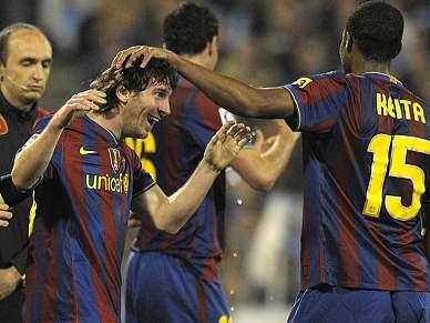 'Hat-trick' de Messi empurra Barcelona para o topo