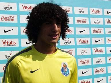 Tiago Ferreira está no «melhor clube» para «aprender»