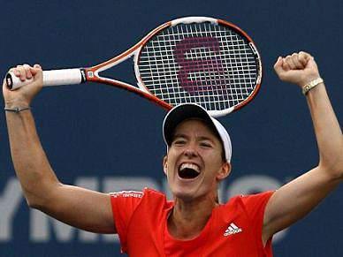 Justine Henin brinda regresso com vitória em torneio de exibição