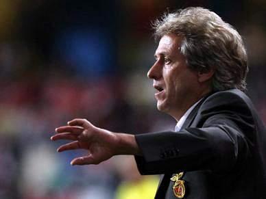 «O Benfica está de rastos»