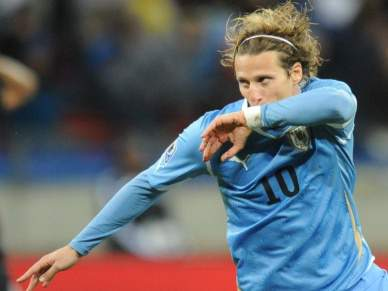 Diego Fórlan eleito o melhor jogador da competição