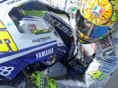 Rossi domina Warm Up
