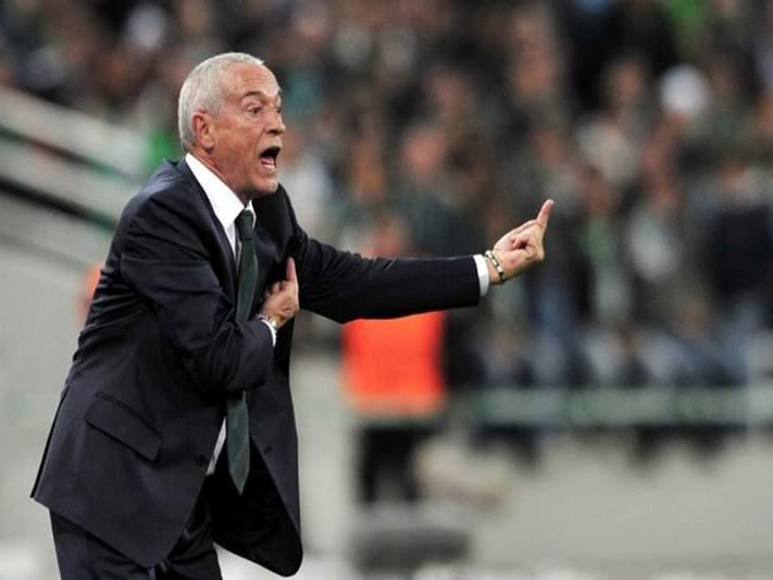 Panathinaikos de Jesualdo Ferreira goleia e lidera