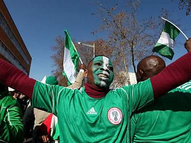 Festa animada para receber o Argentina-Nigéria