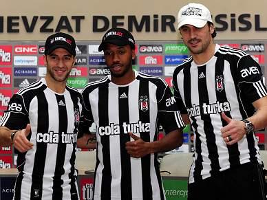 Hugo Almeida emocionado com primeiro troféu ao serviço do Besiktas