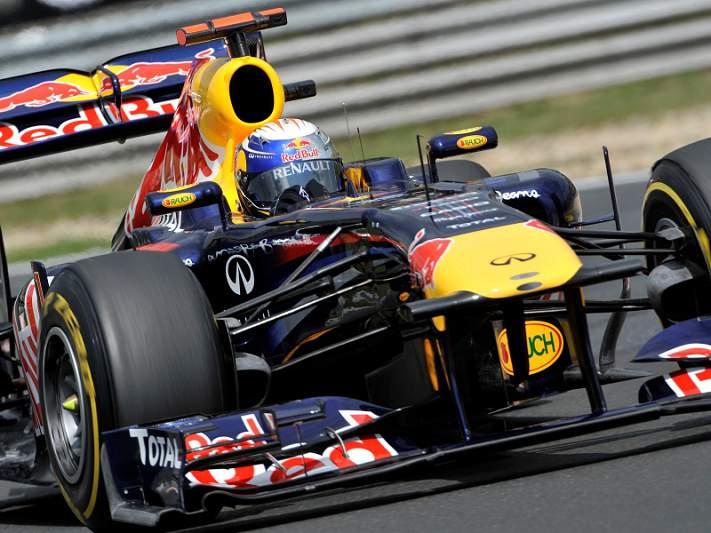 Vettel vence e fica a um ponto do título