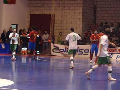 Portugal arranca empate em Espanha