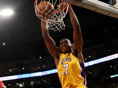 Lakers 'esmagam' Cavaliers