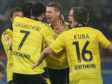 Borussia reforça liderança