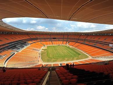 Seis meses depois, estádios vazios