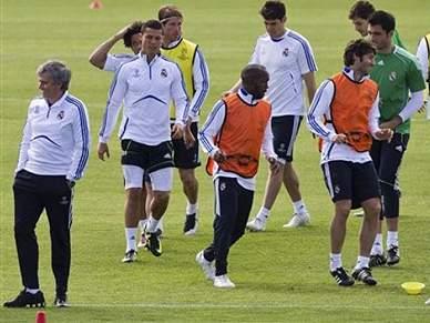 Mourinho convoca 19 atletas