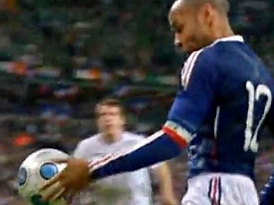 Henry treina com Arsenal